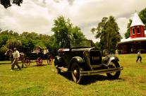 La vieille Ford A de 1928 de La Dulce et, en arrière-plan, le double phaeton