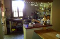 La salle a manger de la maison des invités